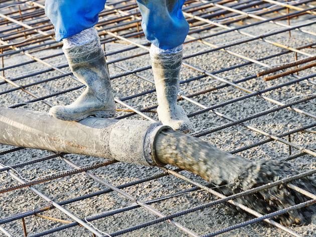 工业靴制造中脱模剂喷涂的改进